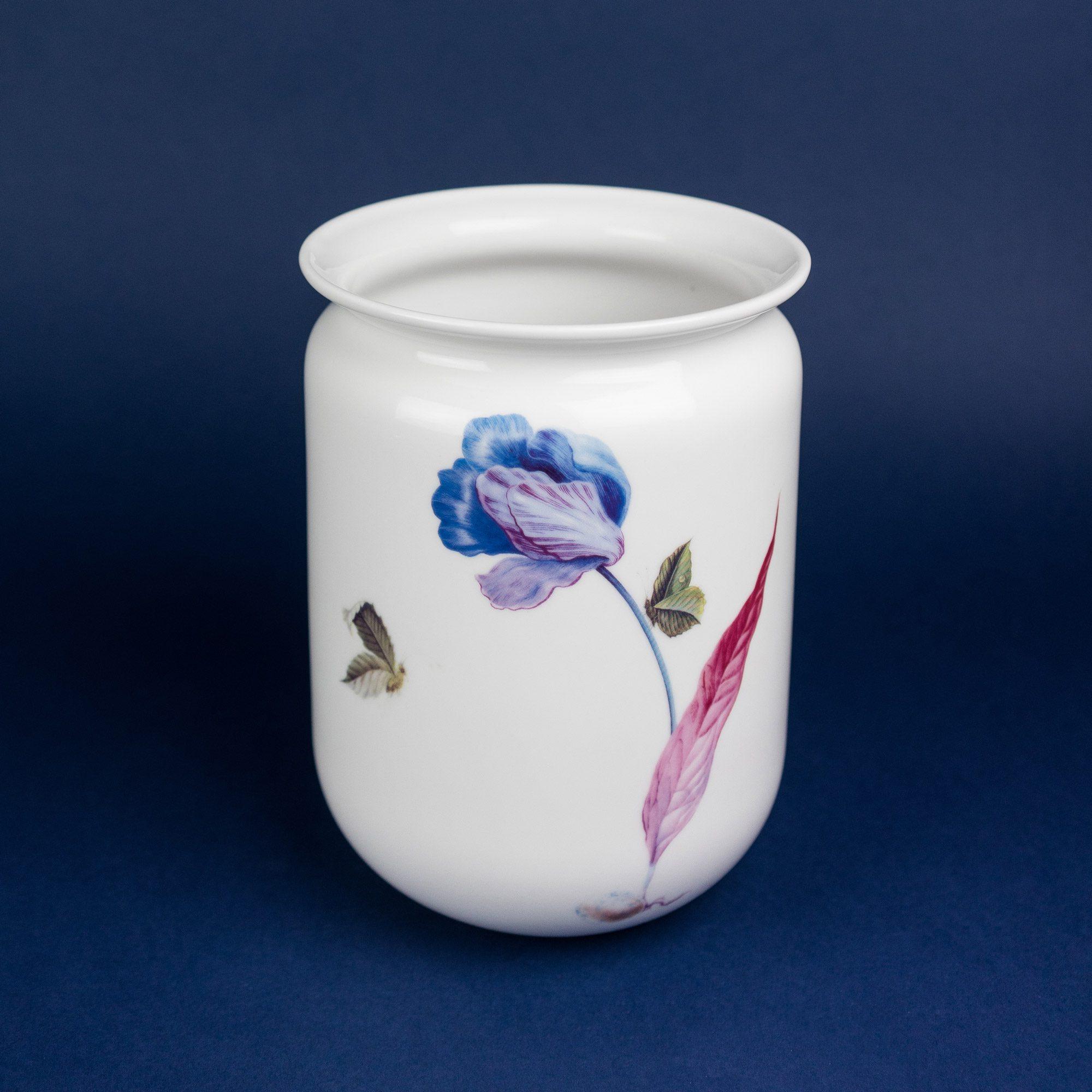 Tulips vase by Michal Bacak