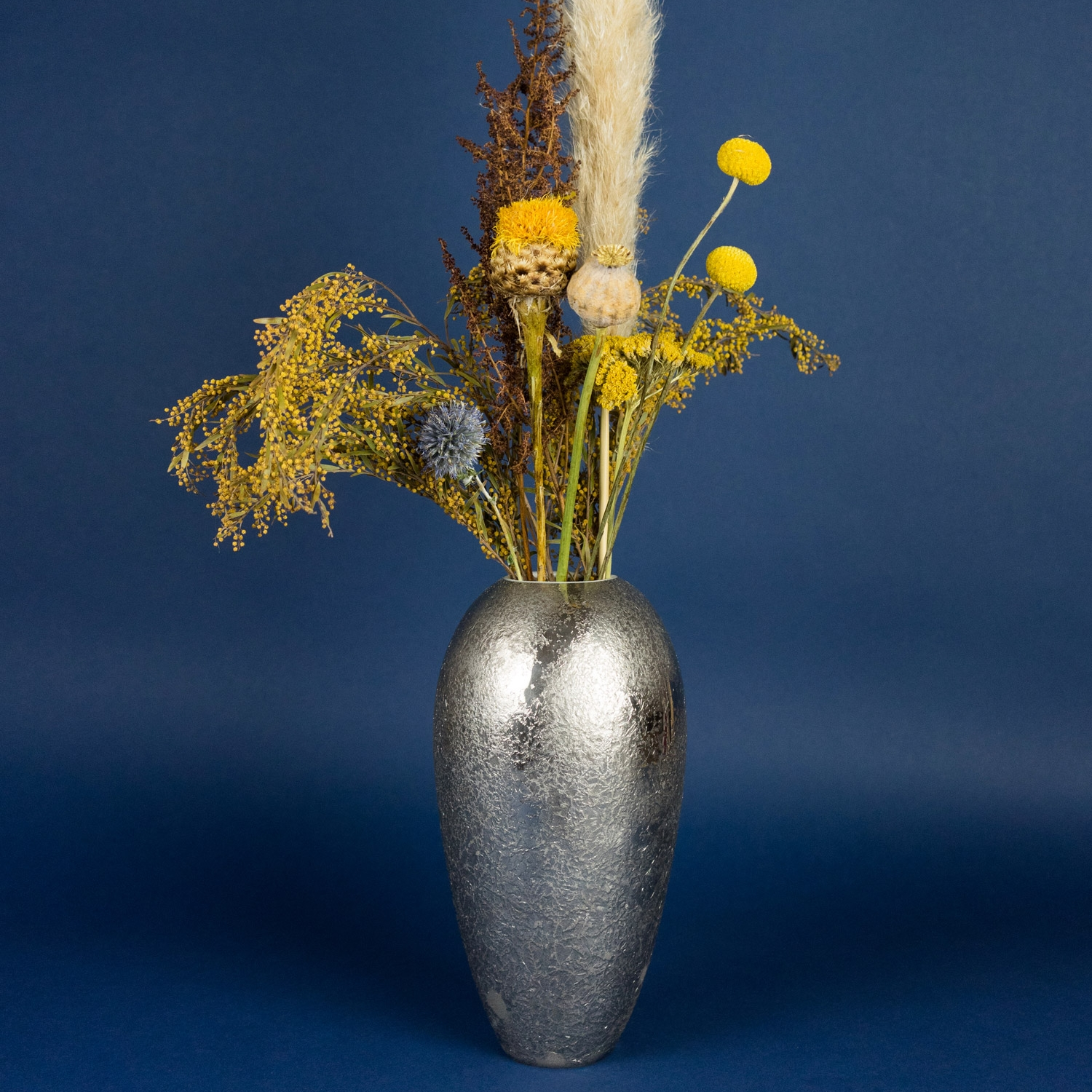 Fryst platinum vase with flowers by Nalejto
