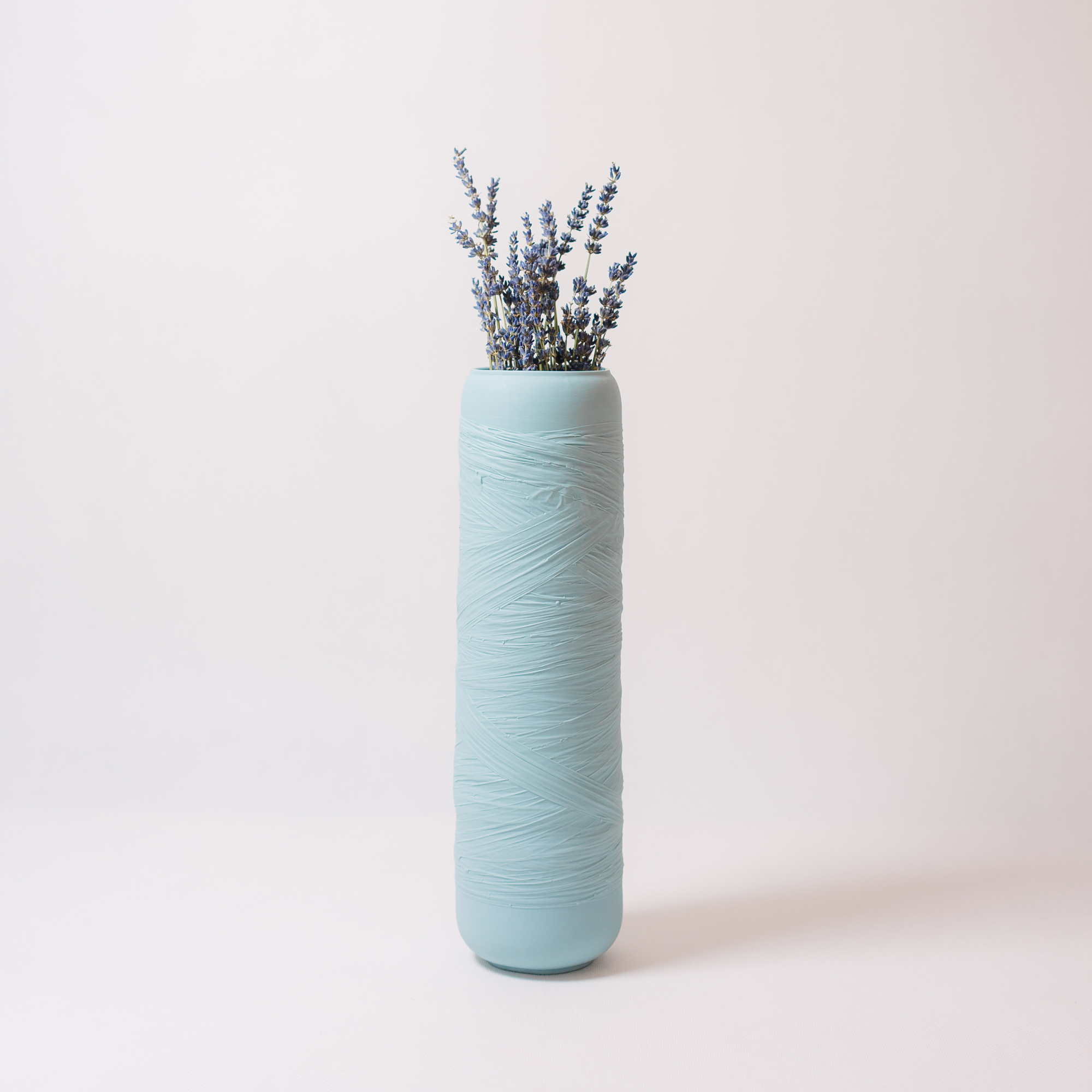 Swallow blue ceramic vase with flower by Nalejto