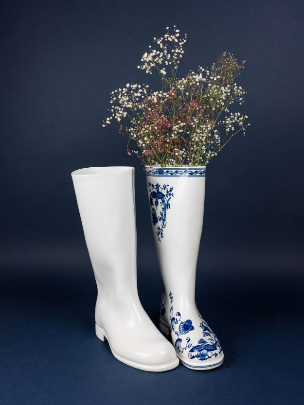 White and Onion patter Waterproof vase by Qubus and Maxim Velcovsky