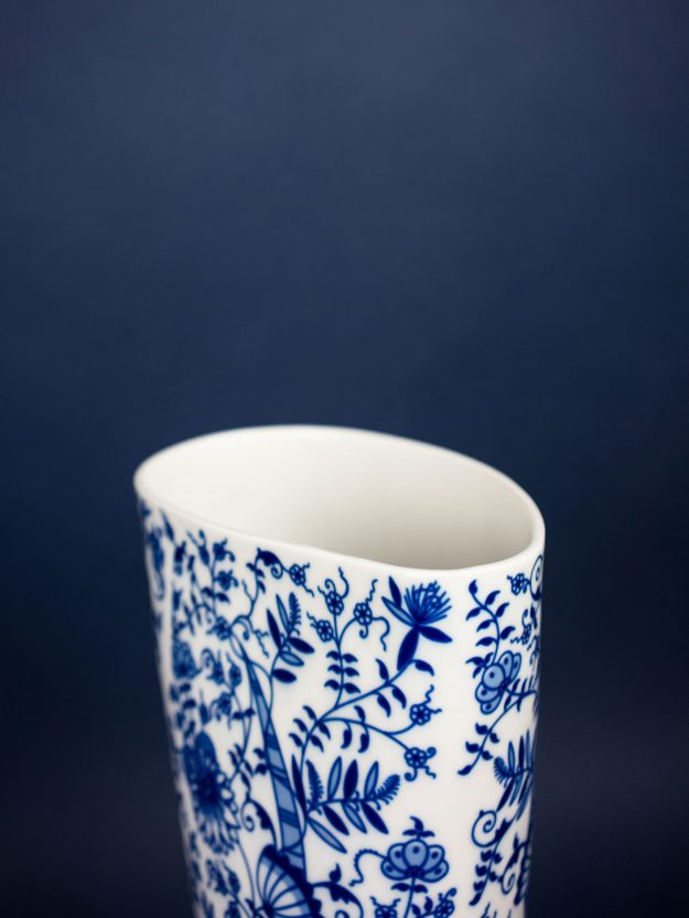Detail of the top of the Waterproof vase by Qubus