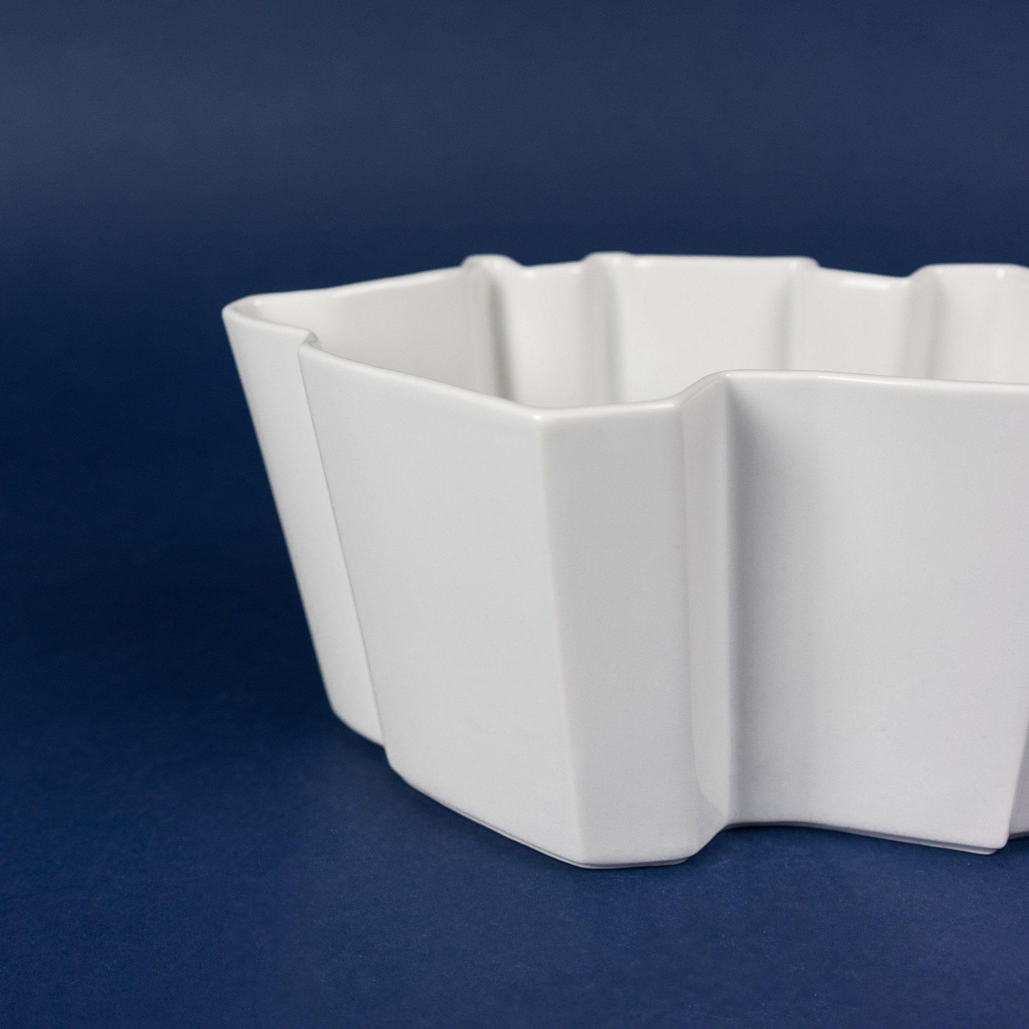 White porcelain bowl by Qubus design studio