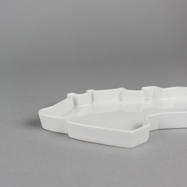 White porcelain tray by Qubus design studio