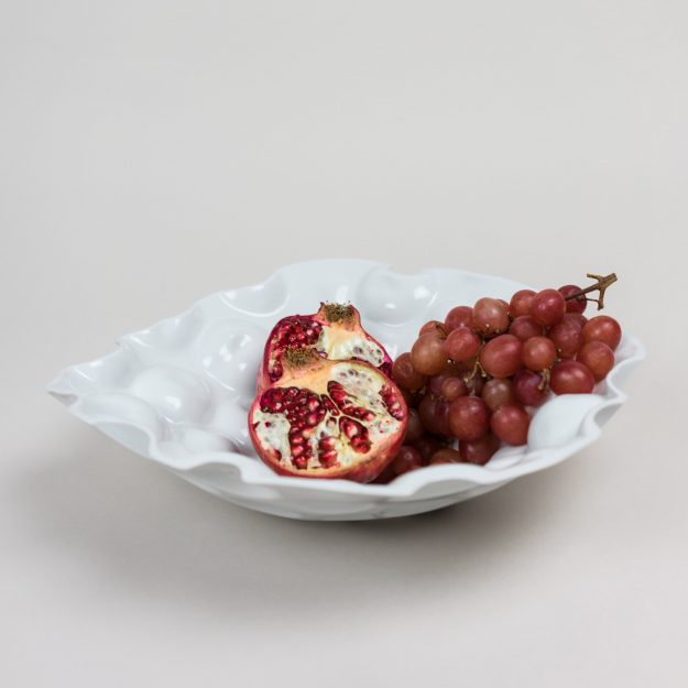 Porcelain bowl by Tyformy with pomegranate and grapes 01