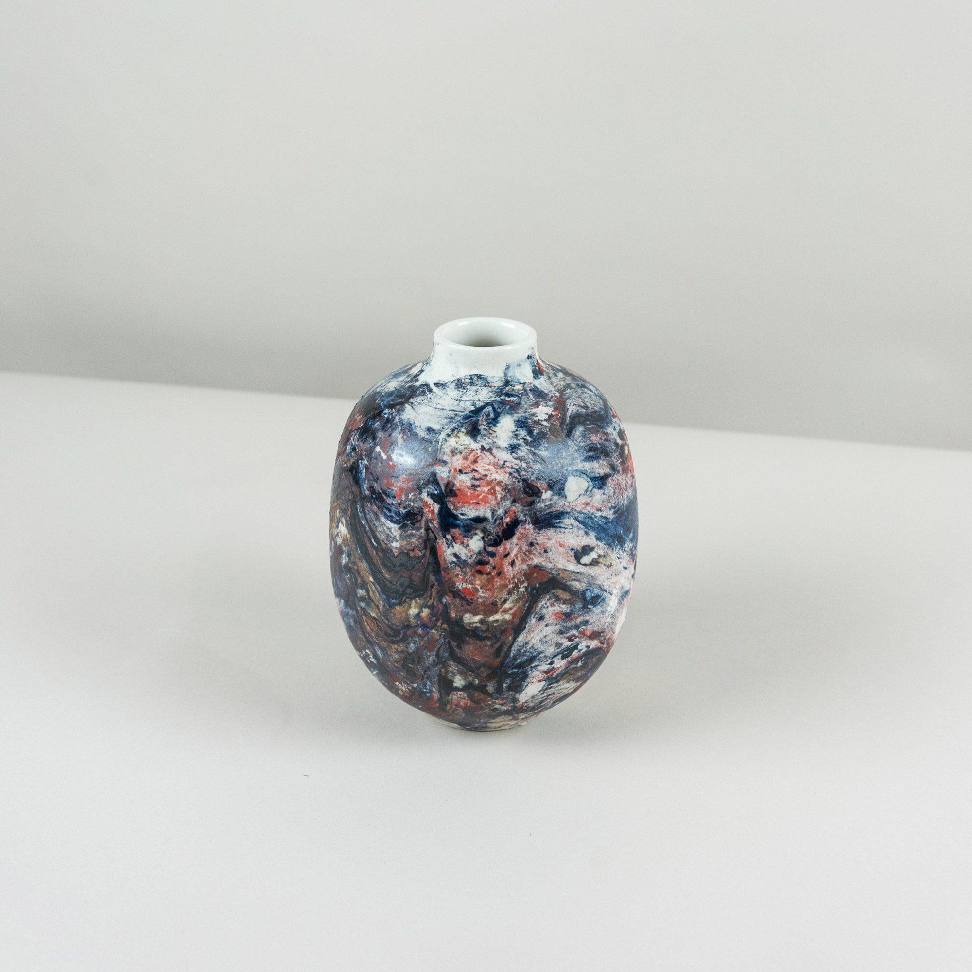 Dark- coloured handmade vase by Veronika Svabenikova