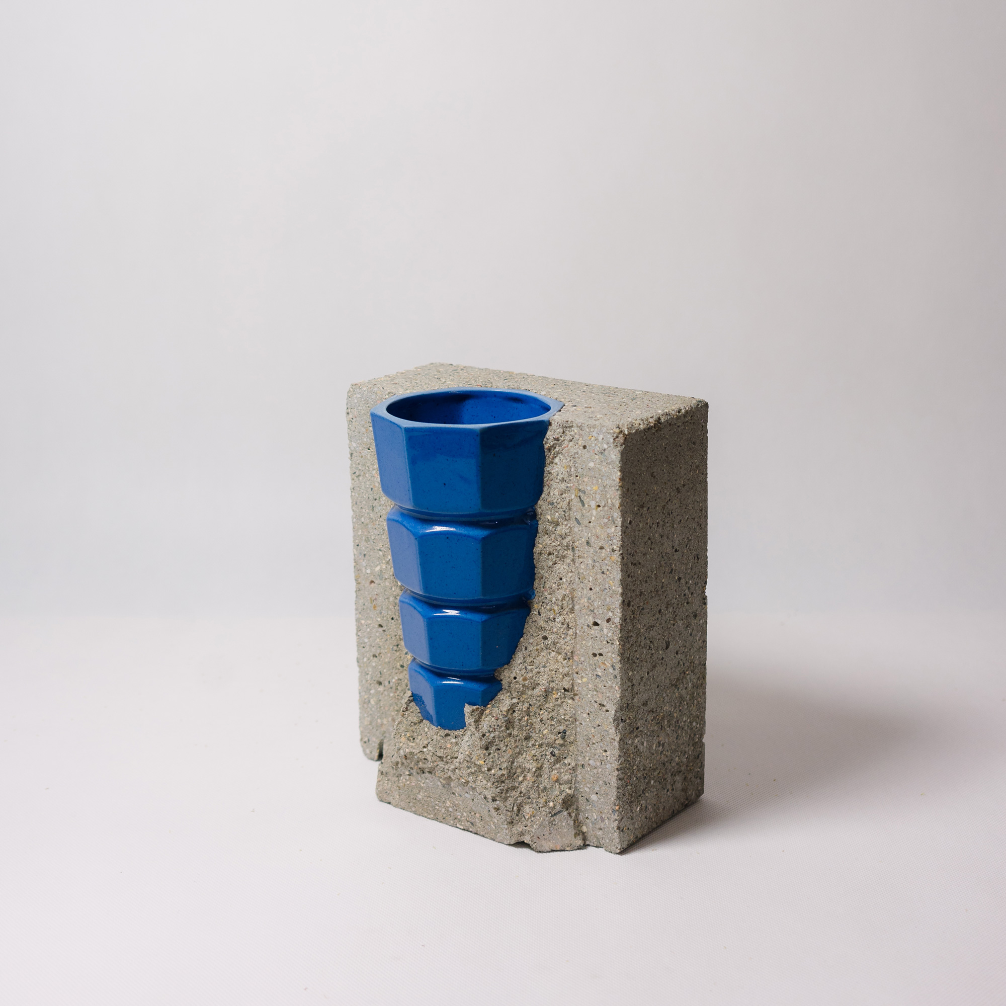 Blue porcelain-concrete vase by Vobouch designers with yellow flowers 02
