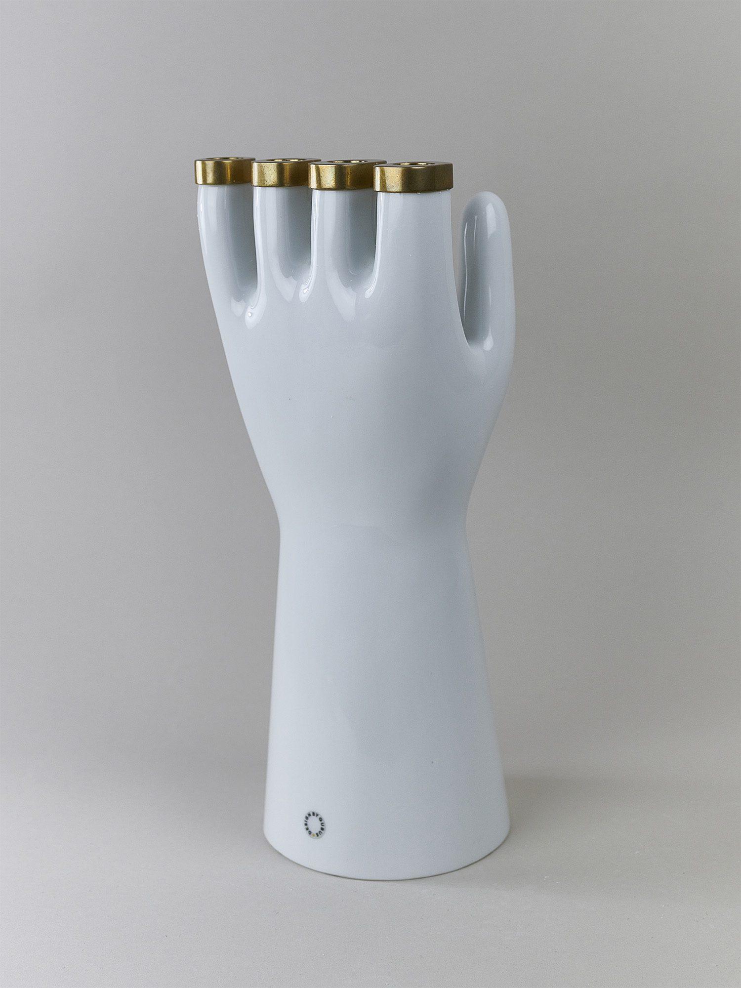 A porcelain candleholder tray by Qubus design studio