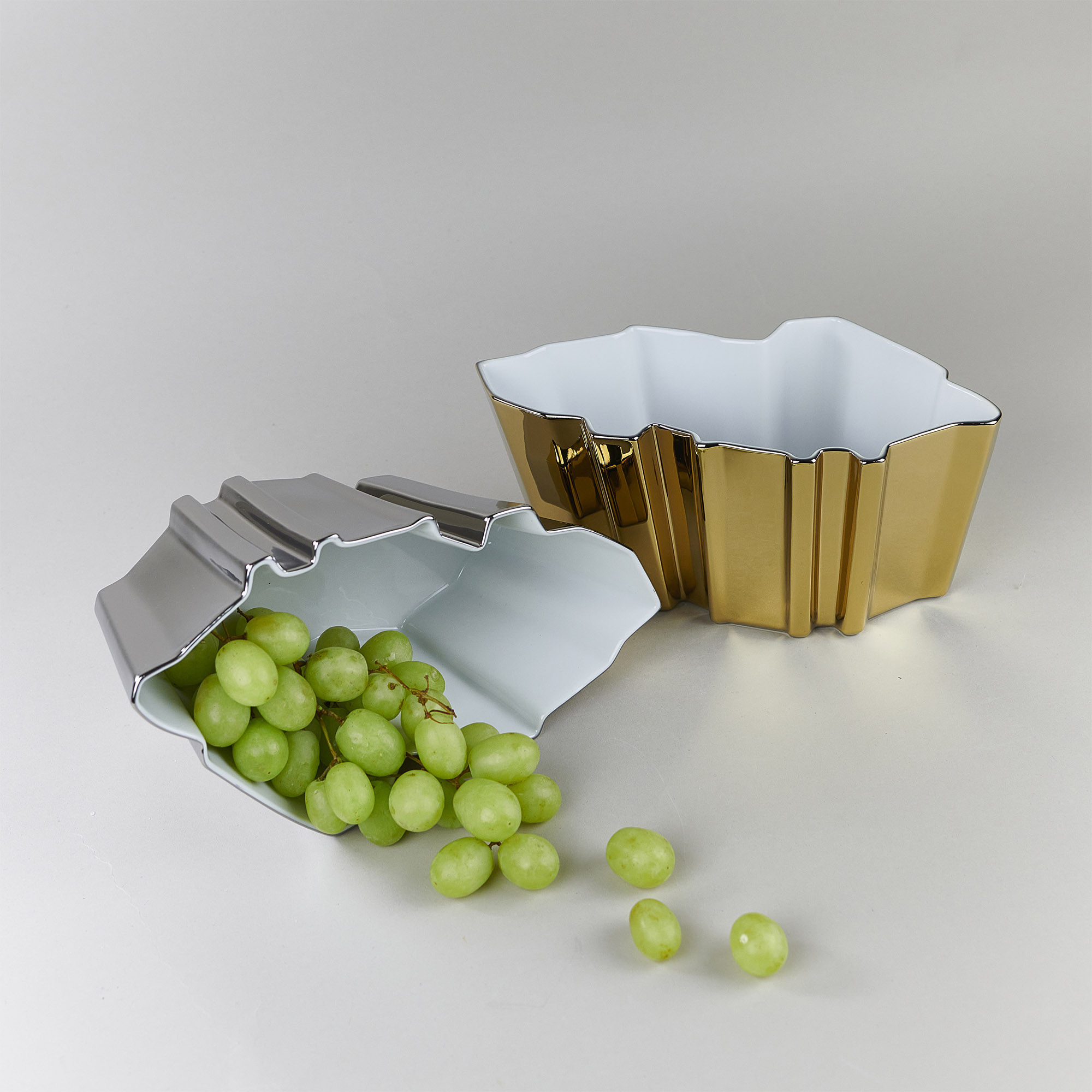Silver and gold porcelain bowls with grapes by Qubus design studio