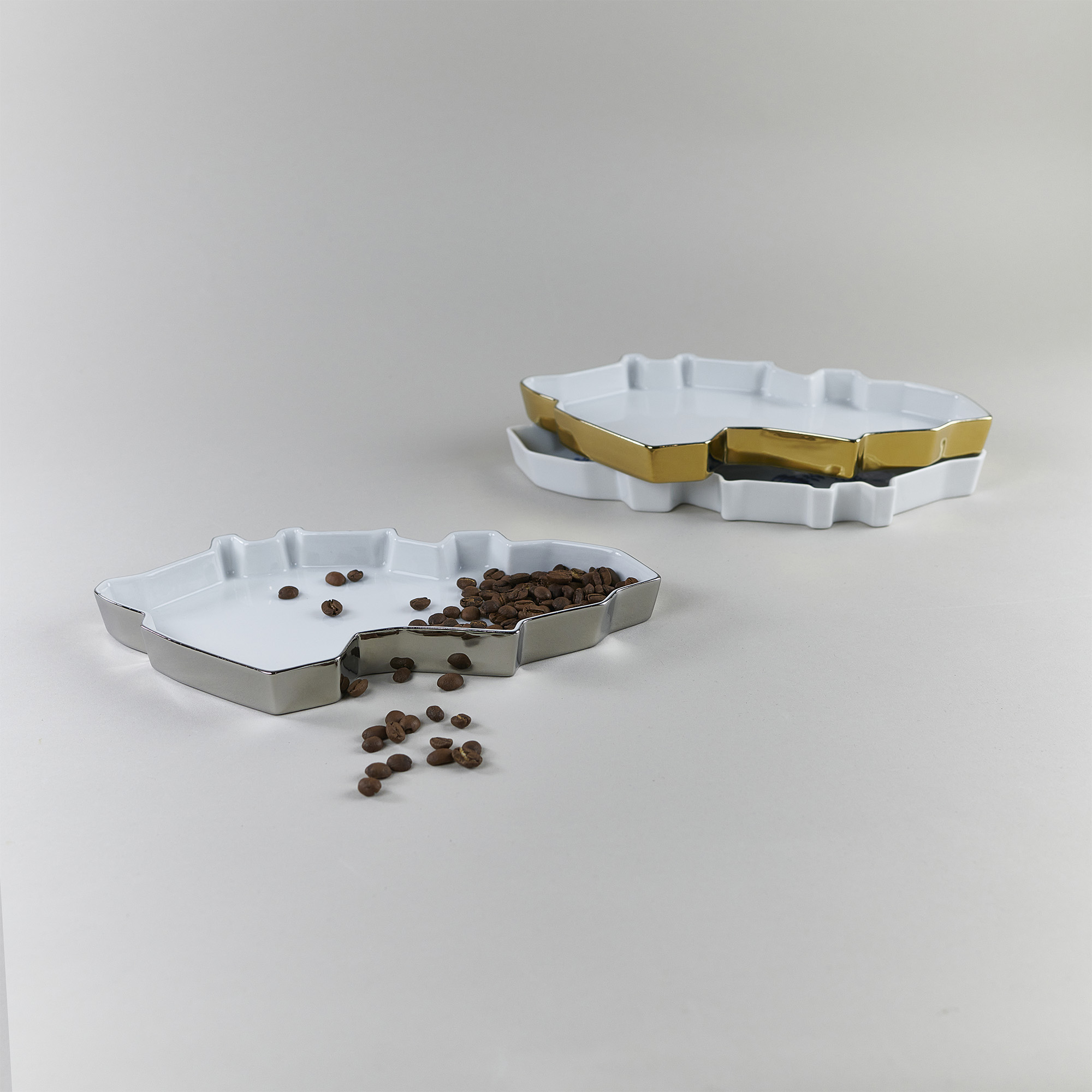 Silver, gold and white porcelain trays with grapes by Qubus design studio